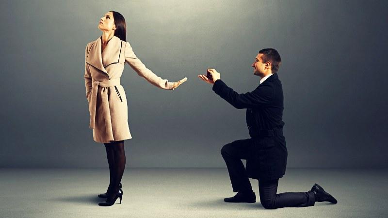 https: img.okezone.com content 2019 04 17 196 2044930 4-cara-menolak-cinta-orang-tanpa-menyakitinya-Lkb3kE4ctU.jpg