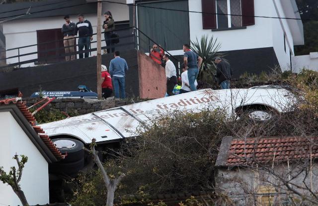https: img.okezone.com content 2019 04 18 18 2045022 bus-turis-jerman-terjun-di-madeira-portugal-29-orang-meninggal-aCMAnVYRa8.jpg