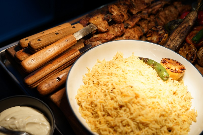 https: img.okezone.com content 2019 04 18 298 2045349 kombinasi-daging-dan-cita-rasa-rempah-keunggulan-hidangan-kebab-khas-turki-QaeGyu6B8O.jpg