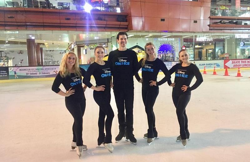 https: img.okezone.com content 2019 04 18 406 2045288 kiat-asyik-main-ice-skating-untuk-pemula-dari-skater-profesional-AUkcwKsiDn.jpg