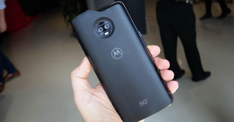 https: img.okezone.com content 2019 04 18 57 2045375 moto-z3-jadi-smartphone-5g-pertama-saingi-samsung-920njKSS3q.jpg