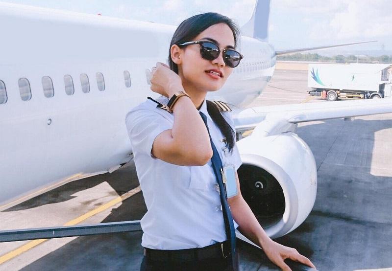 https: img.okezone.com content 2019 04 19 194 2045650 5-perempuan-cantik-ini-memilih-profesi-sebagai-pilot-cx0PfGCpIe.jpg