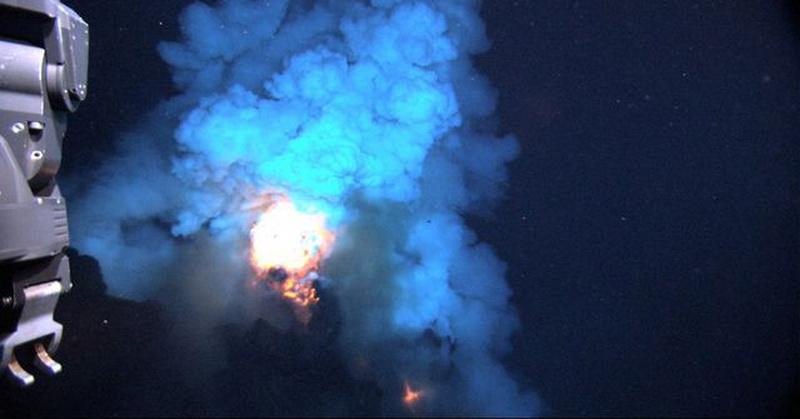 https: img.okezone.com content 2019 04 19 56 2045627 ini-penjelasan-api-yang-menyala-muncul-dari-dasar-lautan-6bU4lKcVrs.jpg