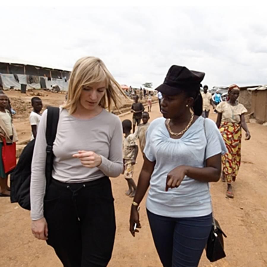 https: img.okezone.com content 2019 04 21 196 2046081 inilah-jurnalis-perempuan-yang-berani-pertaruhkan-nyawa-di-medan-perang-uWeVXQYh3W.jpg