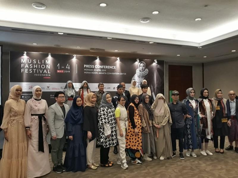 https: img.okezone.com content 2019 04 22 194 2046676 sustainable-fashion-diharap-penuhi-pasar-mode-indonesia-di-masa-depan-m45Hx1lALy.jpg