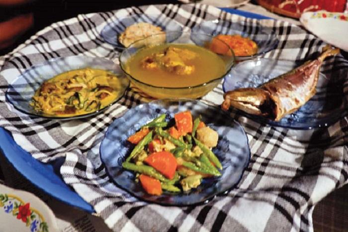 https: img.okezone.com content 2019 04 22 298 2046691 lezatnya-kuliner-rumahan-khas-bangka-yang-kaya-rempah-H7vMelP7cG.jpg