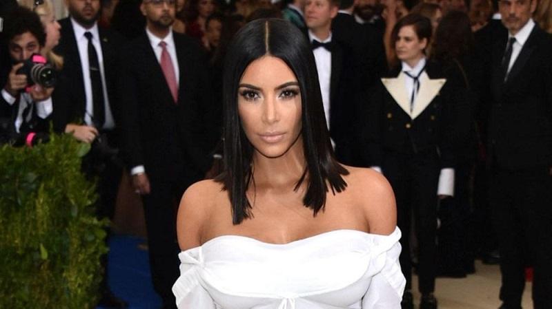 https: img.okezone.com content 2019 04 22 406 2046521 kim-kardashian-ketagihan-liburan-di-bali-ternyata-ini-alasannya-nulJHcJbe7.jpg