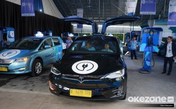 Mengenal Ketangguhan Mobil Listrik Byd E6 Tesla Model X Yang Digunakan Taksi Okezone Otomotif