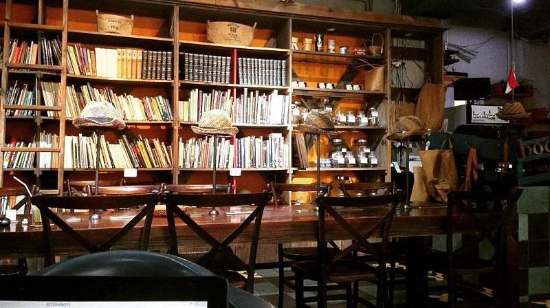 https: img.okezone.com content 2019 04 23 298 2046985 5-rekomendasi-cafe-dan-coffee-shop-untuk-baca-buku-di-jakarta-cozy-banget-qtzTYOe7bP.jpg