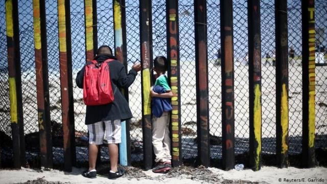 https: img.okezone.com content 2019 04 24 18 2047615 ketua-ormas-penodong-migran-di-perbatasan-as-meksiko-berlatih-membunuh-obama-dan-clinton-1HXtiJgaRo.jpg