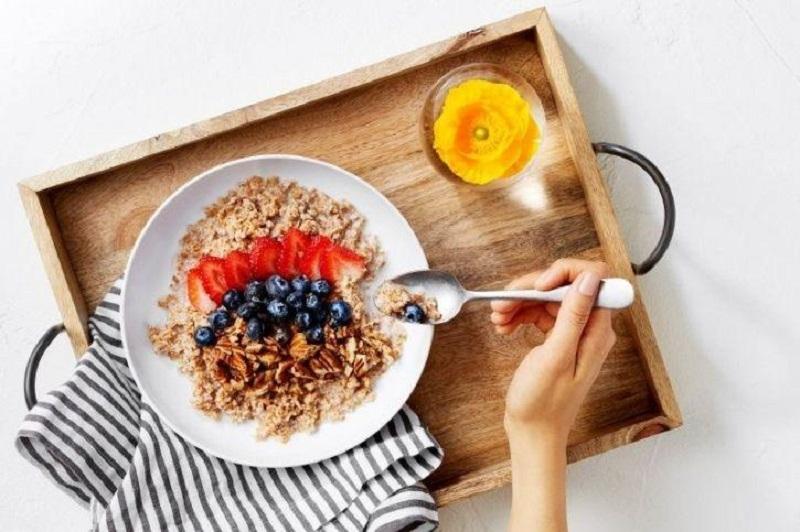 https: img.okezone.com content 2019 04 24 481 2047459 ternyata-ini-manfaat-sarapan-sebelum-olahraga-gBogzBTjD4.jpg