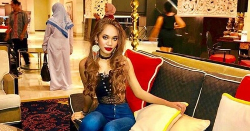https: img.okezone.com content 2019 04 25 33 2047827 lepas-hijab-putri-ustadz-derry-sulaiman-dibully-netizen-0Z2hZLpxZb.jpg