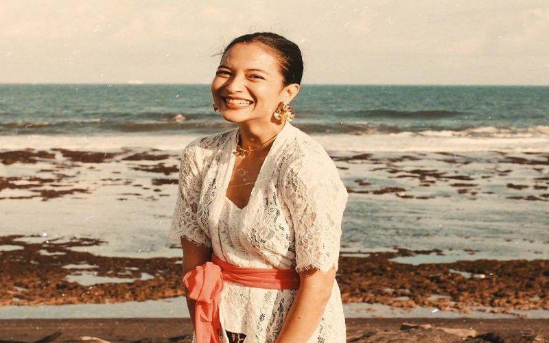 https: img.okezone.com content 2019 04 25 33 2048104 foto-kenakan-kebaya-putri-marino-disebut-mirip-chelsea-islan-YioXF9Ev2h.jpg