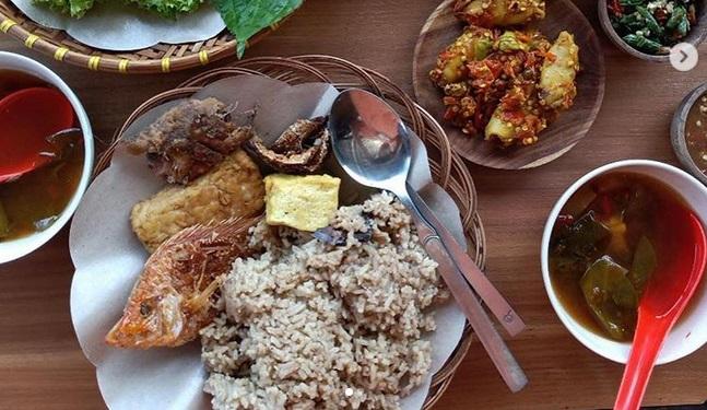 5 Tempat Makan Enak Di Dekat Stasiun Mrt Jakarta Selatan Okezone Lifestyle