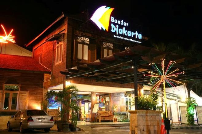 Area belanja dan makan di Taman Impian Jaya Ancol juga akan tetap dibuka