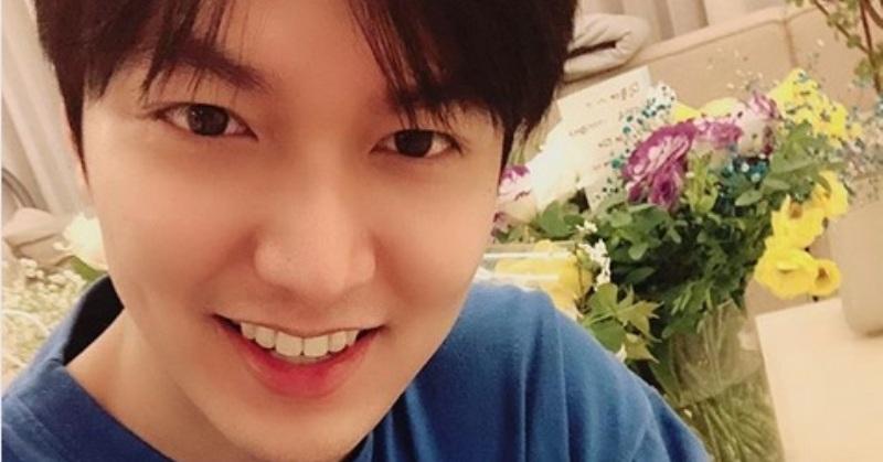 https: img.okezone.com content 2019 04 26 33 2048276 selfie-perdana-lee-min-ho-usai-wamil-netizen-enggak-sanggup-rJMqc87Tj8.jpg