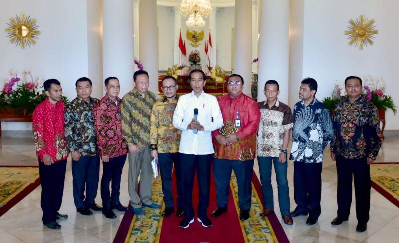 https: img.okezone.com content 2019 04 26 337 2048410 bertemu-presiden-buruh-di-istana-bogor-jokowi-bahas-may-day-kF75K2HYKe.jpg