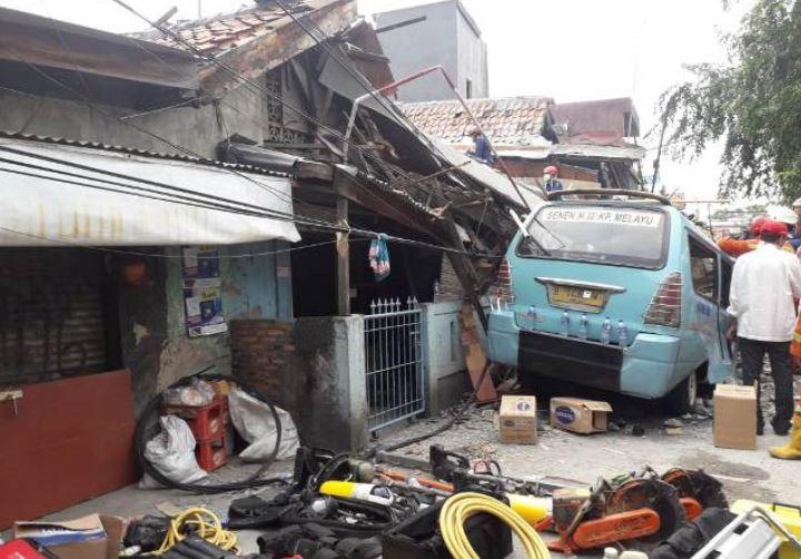 https: img.okezone.com content 2019 04 26 338 2048603 korban-tewas-akibat-rumah-ambruk-di-tanah-tinggi-bertambah-jadi-3-orang-qncfICfgxn.JPG