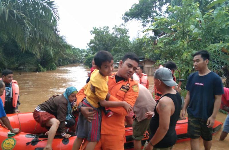 https: img.okezone.com content 2019 04 27 340 2048786 bengkulu-dikepung-banjir-dan-tanah-longsor-i1lvXlOZRr.jpg