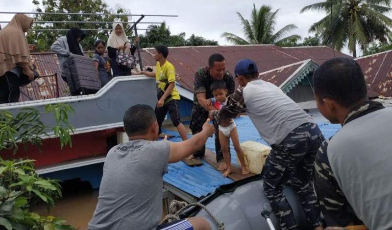 https: img.okezone.com content 2019 04 27 340 2048850 banjir-bengkulu-2-bocah-tewas-tenggelam-dan-seorang-nenek-hanyut-goaLVXTe9P.jpg