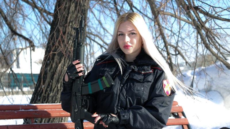 https: img.okezone.com content 2019 04 28 194 2049114 pengawal-nasional-vladimir-putin-menangkan-kontes-kecantikan-militer-cantiknya-bukan-main-BQus9Klle4.jpg