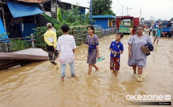 https: img.okezone.com content 2019 04 28 338 2049081 bpdb-lokasi-banjir-di-jakarta-berkurang-tinggal-3-titik-xVf6pinyoY.jpg