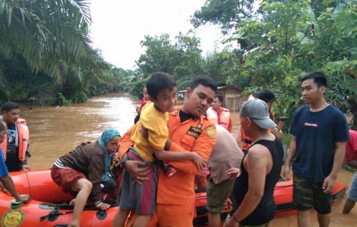 https: img.okezone.com content 2019 04 28 340 2048961 kerugian-akibat-bencana-banjir-di-bengkulu-capai-rp7-3-miliar-NyAwl6SSef.JPG