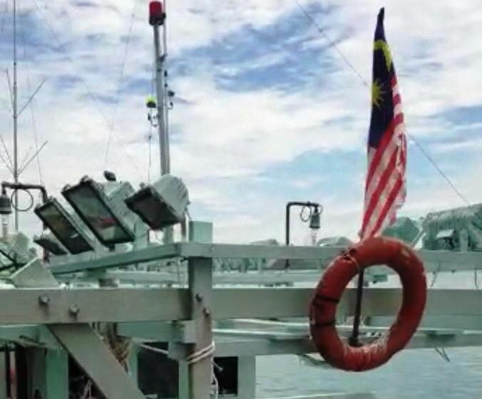 https: img.okezone.com content 2019 04 28 340 2049112 kapal-malaysia-ditangkap-saat-curi-ikan-secara-ilegal-ditemukan-narkoba-saat-diperiksa-CjiO4HrxSS.jpg