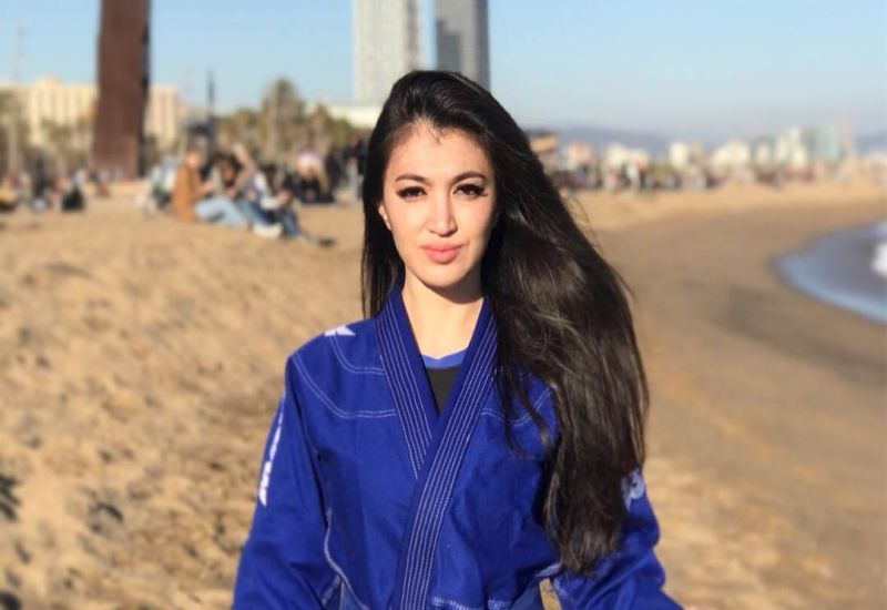 https: img.okezone.com content 2019 04 28 612 2048902 secantik-model-ini-5-gaya-seksi-atlet-jiu-jutsu-gulzhan-nakipova-d75IuiCcBR.jpg