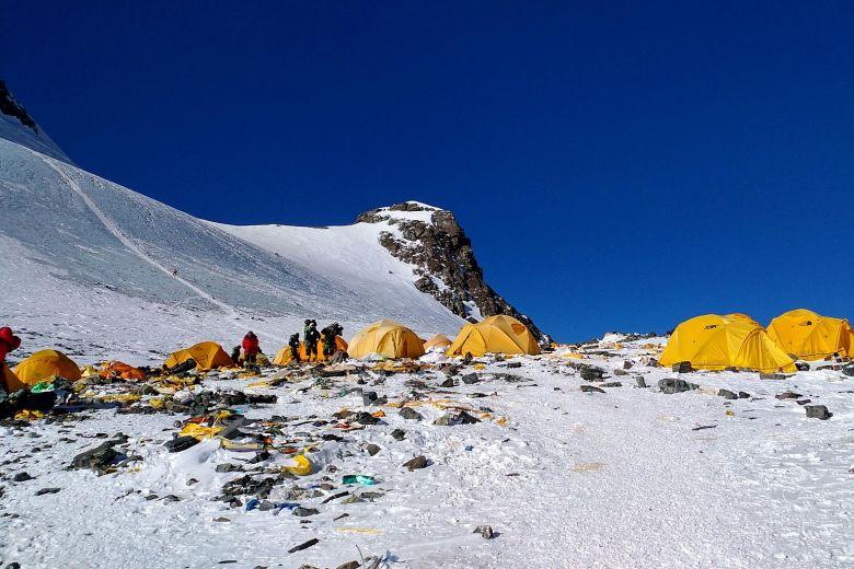 https: img.okezone.com content 2019 04 29 18 2049470 nepal-luncurkan-kampanye-untuk-bawa-turun-10-000-kg-sampah-dan-mayat-dari-everest-ZR4cPM5x0S.jpg