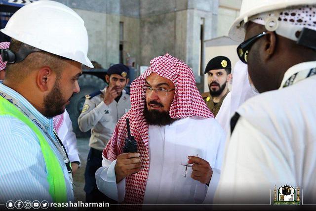 https: img.okezone.com content 2019 04 29 335 2049609 sambut-ramadan-masjidil-haram-ganti-sajadah-6n81prTUbD.jpg