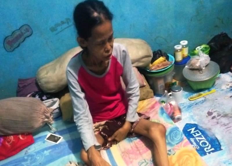 https: img.okezone.com content 2019 04 29 338 2049506 kisah-pilu-sunarsih-di-bekasi-renta-dan-sakit-sakitan-tanpa-bantuan-dari-pemerintah-oLFIqk3djy.jpg