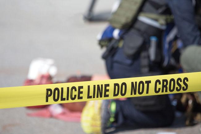https: img.okezone.com content 2019 04 29 340 2049592 pria-paruh-baya-tewas-tertembak-senjata-api-temannya-sendiri-3eq15o0JPr.jpg