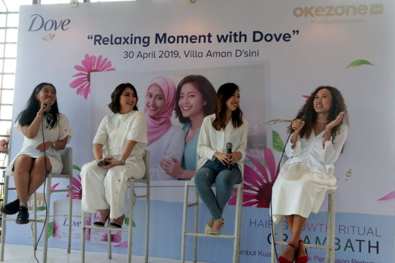 https: img.okezone.com content 2019 04 30 196 2049960 serunya-relaxing-moment-with-dove-bersama-agnes-oryza-dan-silvia-kurnia-dewi-HmenubQuzf.jpg