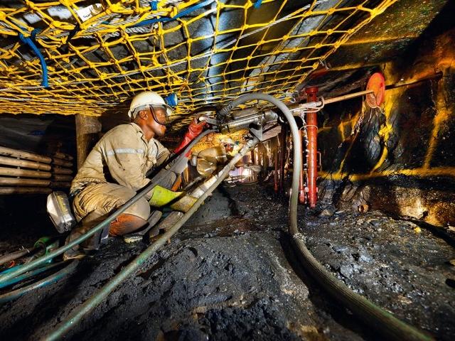 https: img.okezone.com content 2019 05 01 18 2050295 1-800-pekerja-tambang-afrika-selatan-terjebak-di-bawah-tanah-26djYMjqoJ.jpg