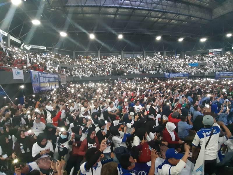 https: img.okezone.com content 2019 05 01 337 2050191 prabowo-tiba-di-aksi-may-day-kspi-massa-buruh-teriak-presiden-indonesia-GoMTTiVX5E.jpeg