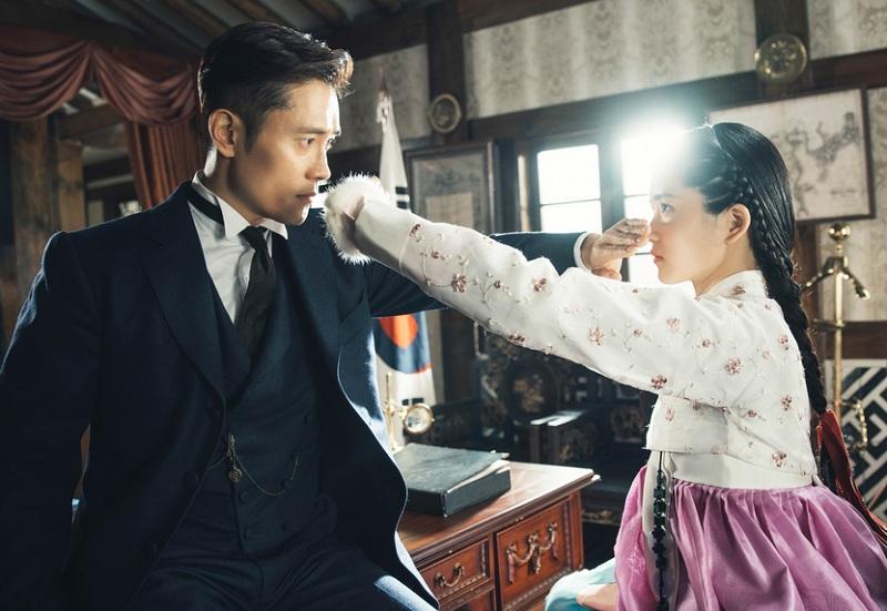 https: img.okezone.com content 2019 05 01 598 2050382 setelah-mr-sunshine-kim-eun-sook-segera-comeback-dengan-drama-baru-yHC1KibC8z.jpg