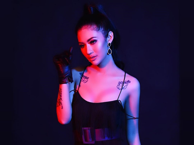 https: img.okezone.com content 2019 05 02 194 2050647 5-penampilan-seksi-della-perez-yang-ngarep-berjodoh-dengan-billy-syahputra-VhMyB6x3lD.jpg