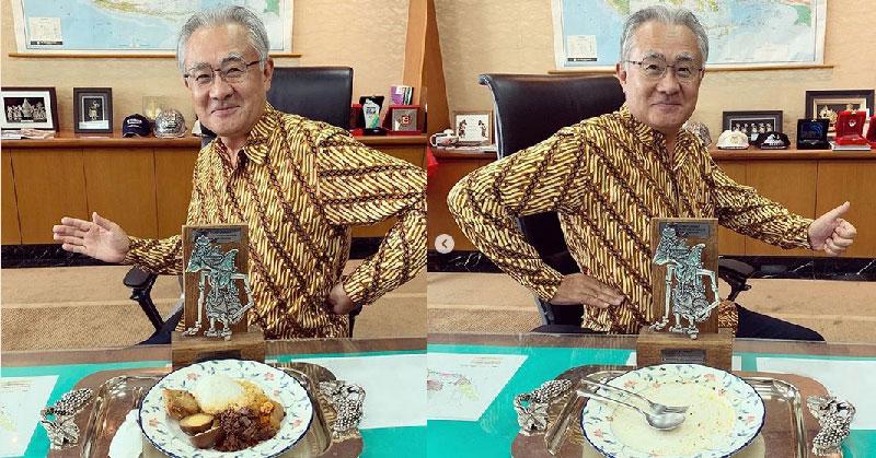 https: img.okezone.com content 2019 05 02 298 2050523 7-gaya-dubes-jepang-pamer-kuliner-lokal-indonesia-selalu-dimakan-sampai-piring-bersih-N2kC3oDDut.jpg