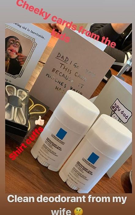 https: img.okezone.com content 2019 05 03 196 2051010 ultah-ke-44-tahun-david-beckham-dihadiahi-deodoran-rp-136-ribu-oleh-istri-Etz77NC169.jpg