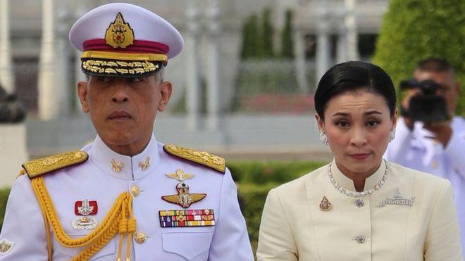 https: img.okezone.com content 2019 05 03 196 2051034 berawal-dari-cinlok-raja-thailand-ini-nikahi-pengawal-pribadinya-bsc43x2t11.jpg