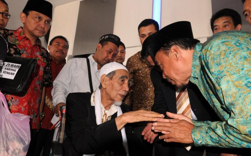 https: img.okezone.com content 2019 05 04 337 2051378 jelang-ramadan-ini-pesan-mbah-moen-untuk-masyarakat-indonesia-6cv0P3x9lA.jpg