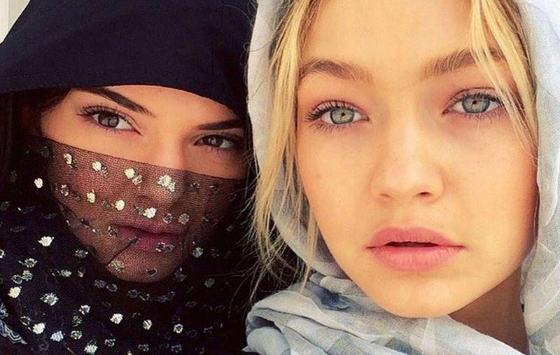 https: img.okezone.com content 2019 05 04 617 2051343 tampilan-para-selebriti-dunia-mengenakan-hijab-bikin-pangling-168Dk31bH5.jpg