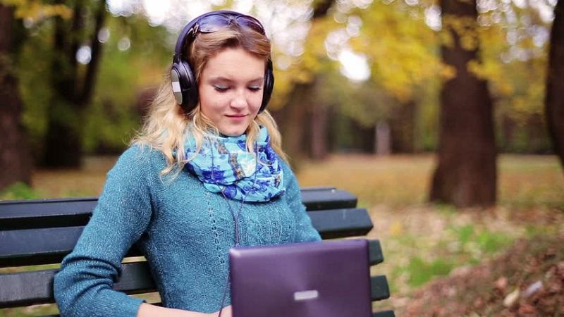 https: img.okezone.com content 2019 05 05 612 2051617 5-jenis-musik-ini-dapat-tingkatkan-fokus-dan-produktivitas-DM42zQOJva.jpg