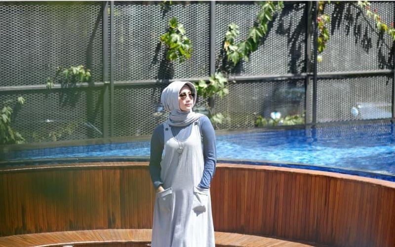 https: img.okezone.com content 2019 05 06 194 2052325 gaya-pedangdut-ira-swara-dalam-balutan-hijab-bikin-makin-semangat-Uv6pXZxdsL.jpg