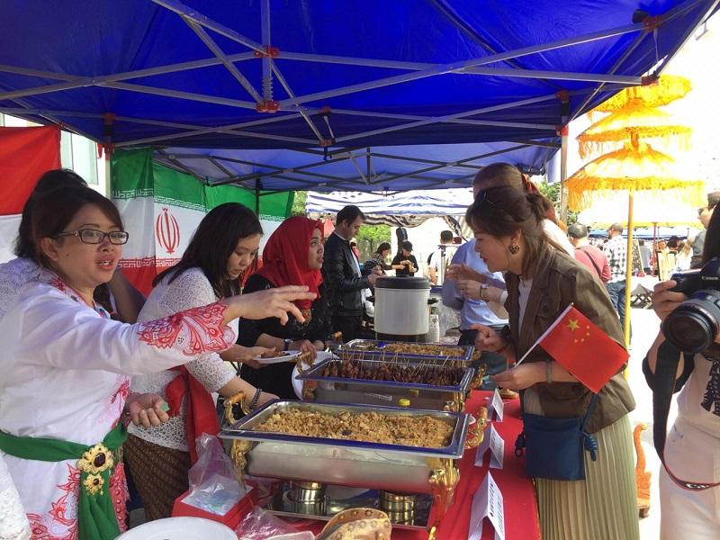 https: img.okezone.com content 2019 05 06 298 2052173 bangga-makanan-indonesia-ludes-terjual-di-korea-utara-xpZRdYkKPG.jpeg