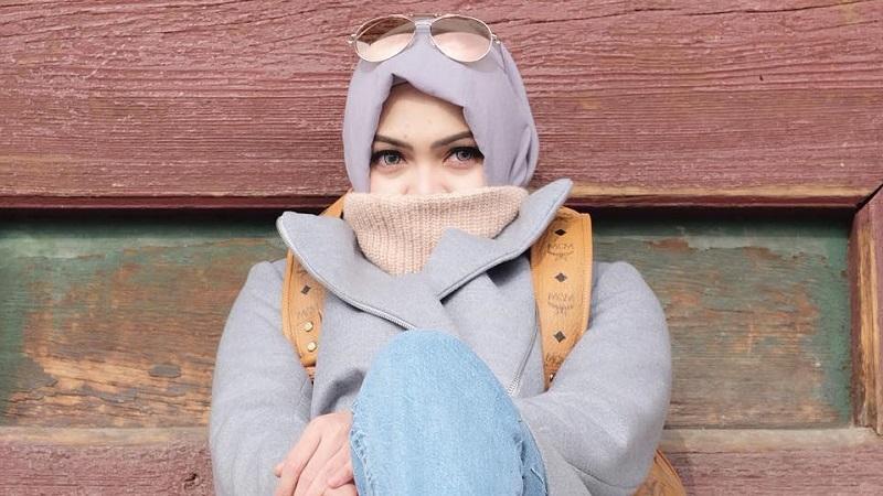 https: img.okezone.com content 2019 05 06 33 2051917 rina-nose-unggah-foto-berhijab-netizen-semoga-kembali-hijrah-STbH6WZzgv.jpg