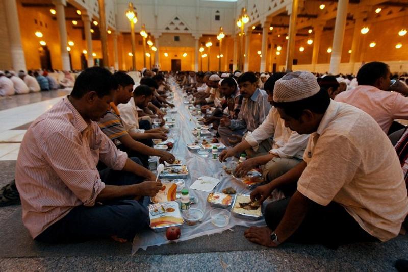 https: img.okezone.com content 2019 05 06 614 2052294 mengapa-umat-muslim-harus-berpuasa-di-bulan-ramadan-nEeswolfAb.jpg