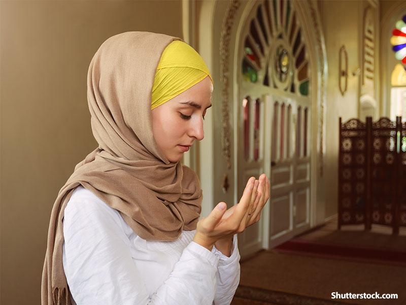 https: img.okezone.com content 2019 05 06 618 2052081 doa-puasa-ramadan-hari-ke-2-minta-petunjuk-dan-bimbingan-allah-swt-FqRoQV2T0i.jpg