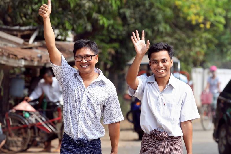 https: img.okezone.com content 2019 05 07 18 2052457 setelah-lebih-dari-500-hari-dua-jurnalis-reuters-yang-dipenjara-di-myanmar-akhirnya-dibebaskan-sZv8eyJWrg.jpg
